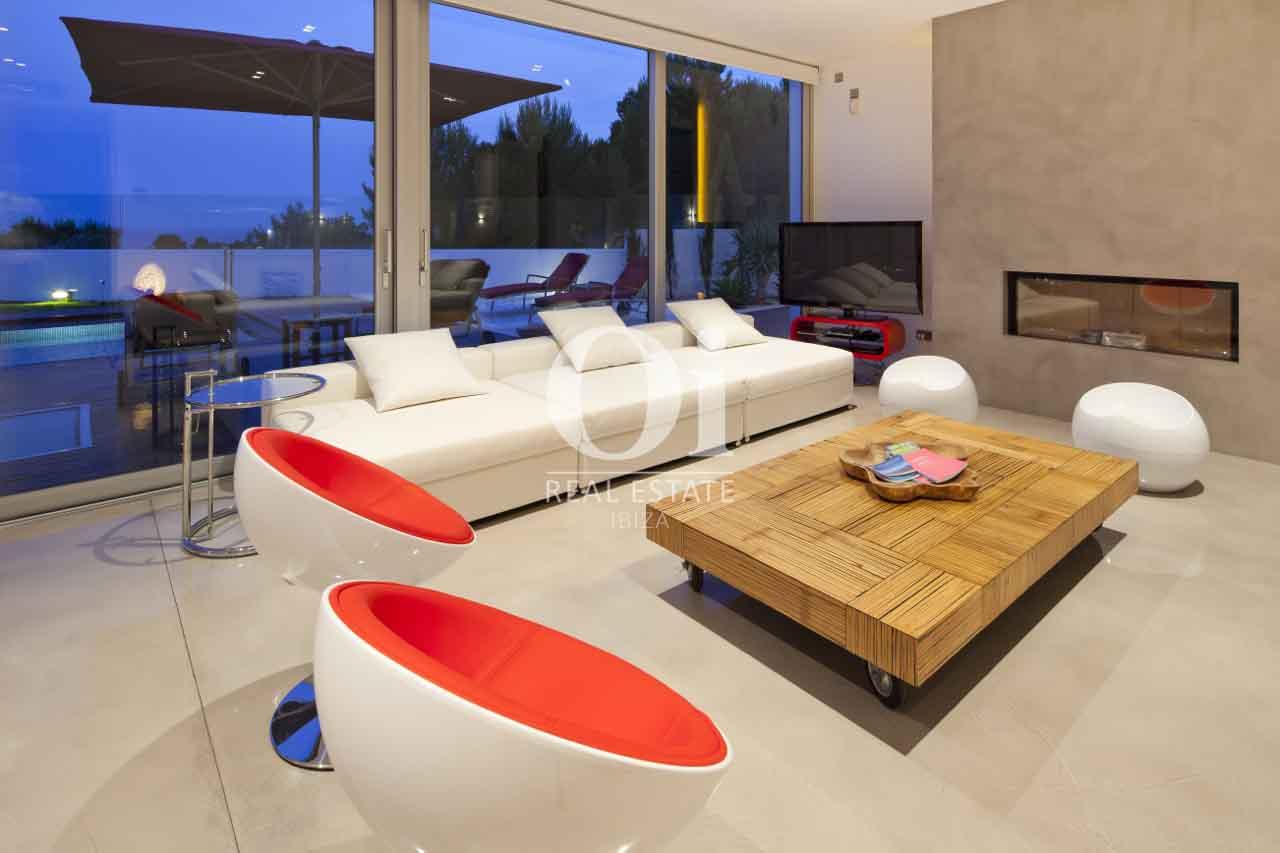 Sala de estar de exclusiva casa en alquiler en Ibiza