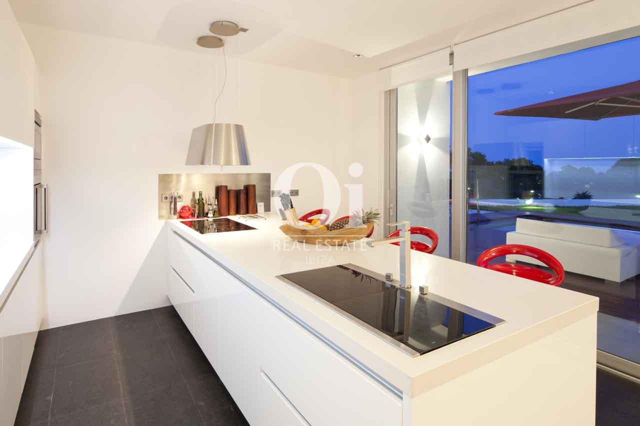 Cocina de exclusiva casa en alquiler en Ibiza