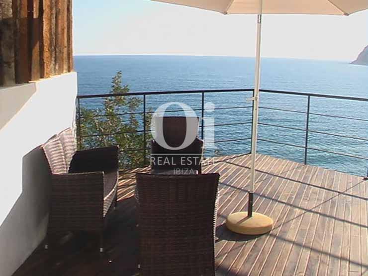 Zona chill out con vistas abiertas al mar de casa de alquiler de estancia en Es Cubells, Ibiza