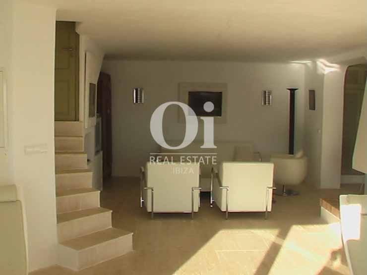 Blick in den Wohnbereich vom Haus zur Miete in Es Cubells, Ibiza