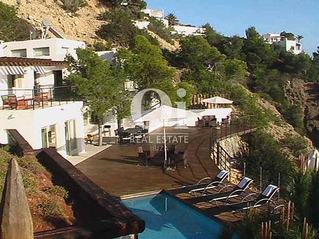 Façade et vues de maison en location de séjour à Es Cubells, Ibiza