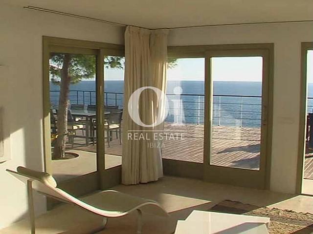 Дизайн комнат на шикарной вилле на Ибице и завораживающий вид, открывающийся из окон