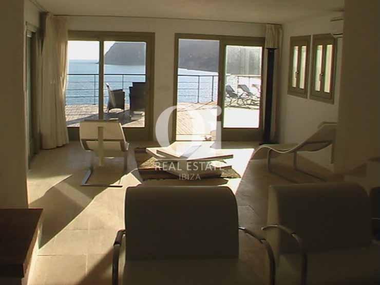 Sala de estar de casa de alquiler vacacional en Es Cubells, Ibiza