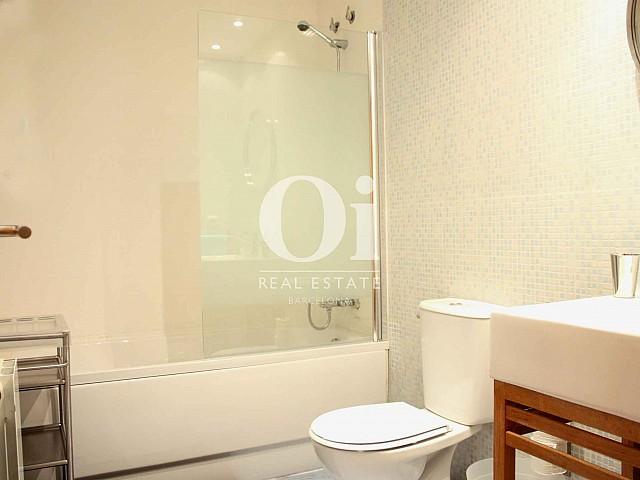 Blick in das Bad vom Apartment zu verkaufen in Raval