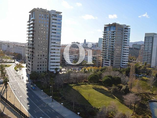 Шикарный вид из окна апартаментов класса люкс в большой террасой на продажу в районе Diagonal Mar Барселоны