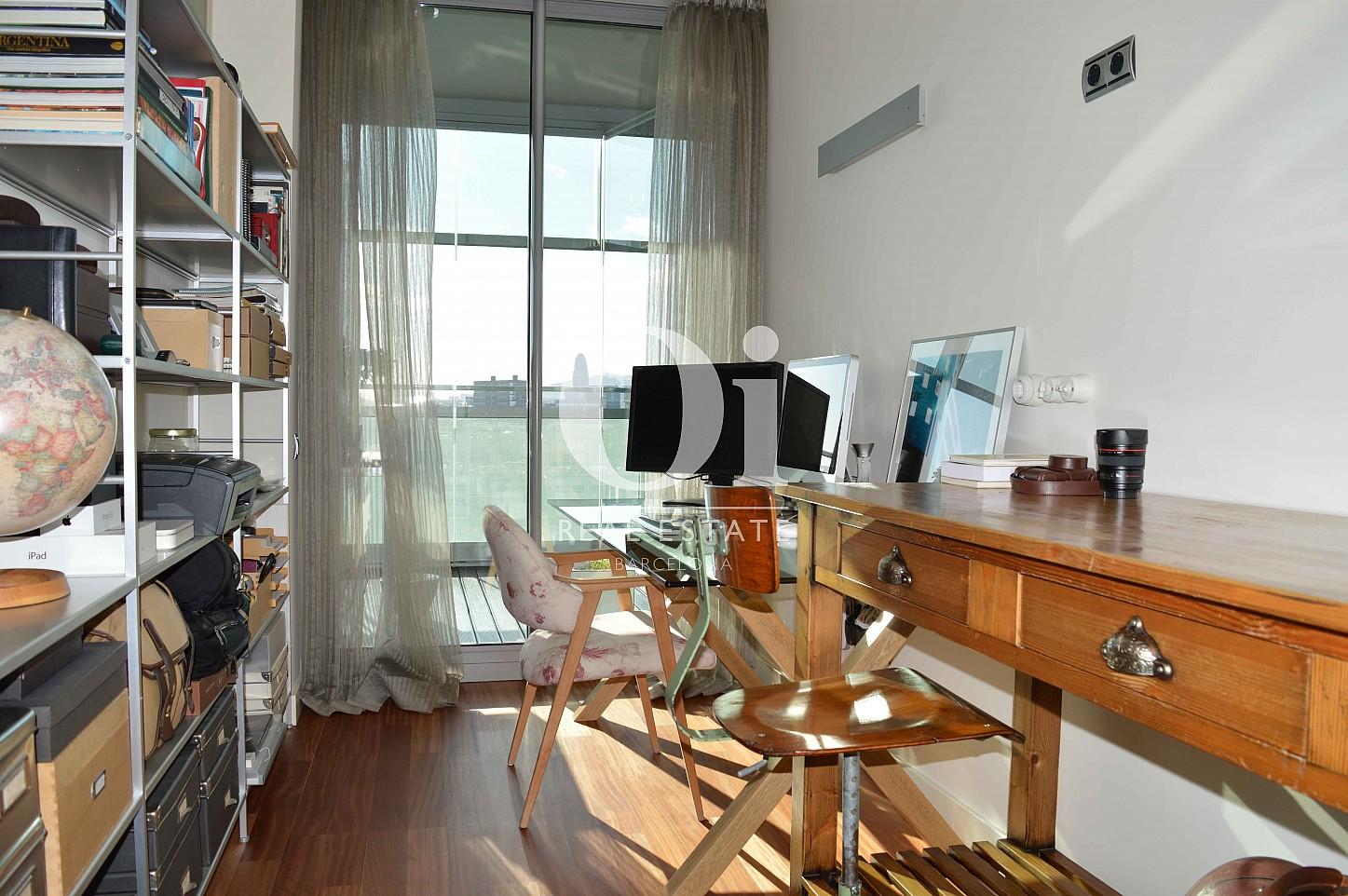 Blick in das Arbeitszimmer vom Apartment zum Verkauf, dirket am Meer