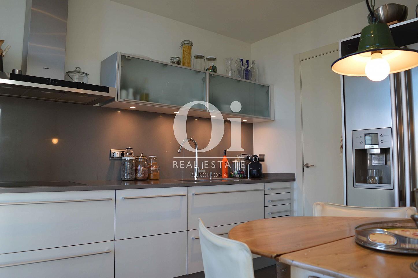 Blick in die Küche vom Apartment zum Verkauf, dirket am Meer