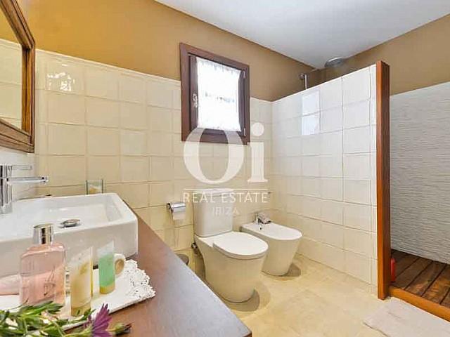 Salle de bain de maison en location de séjour dans la zone de San Lorenzo, Ibiza
