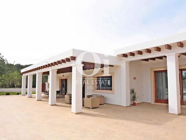 Façade de maison en location de séjour dans la zone de San Lorenzo, Ibiza