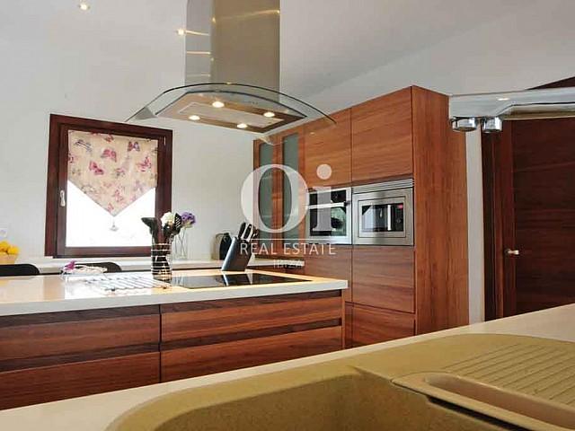 Современная, стильная и удобная кухня на вилле в краткосрочную аренду на Ибице
