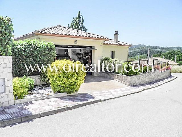 Huis te koop met vijf kamers en een paar kilometer van Lloret de Mar in de urbanisatie Aiguaviva Parc