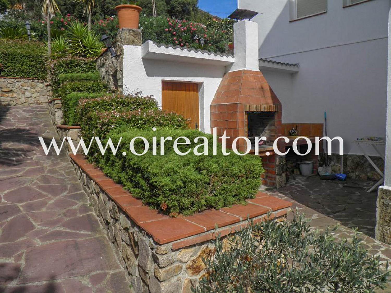 Дом для продажи на двух этажах и с собственным стилем в урбанизации Айгуавива в Видресе