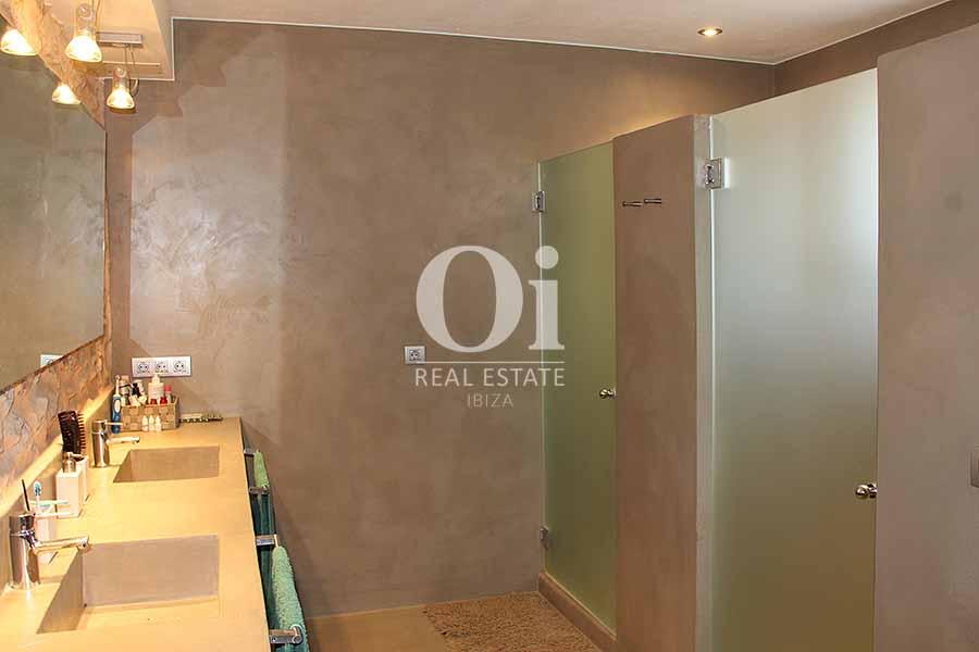 Blick in ein Bad der Villa zur Miete in Es Codolar, Ibiza