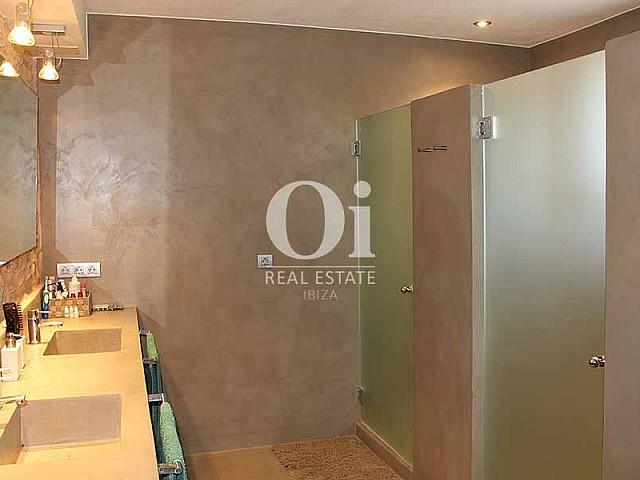 Комфортабельная, современная и стильная ванная комната на шикарной вилле в краткосрочную аренду на Ибице