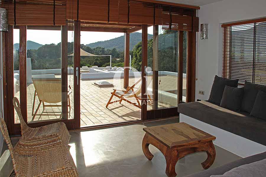 Blick auf den Wohnbereich der Villa zur Miete in Es Codolar, Ibiza
