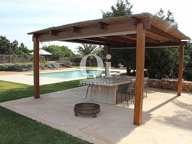 Blick auf die Veranda der Villa zur Miete in Es Codolar, Ibiza