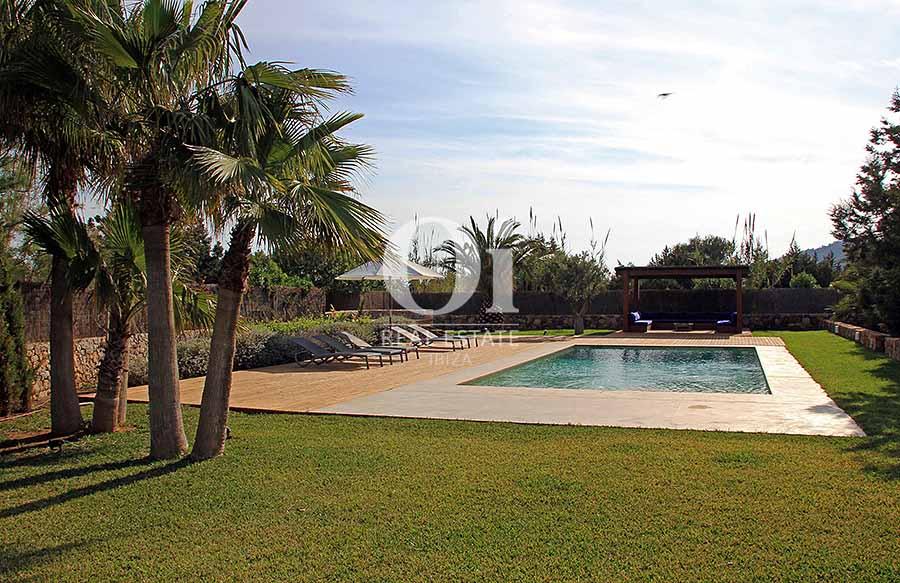 Piscine et jardin de maison à louer de séjour à Es Codolar, Ibiza