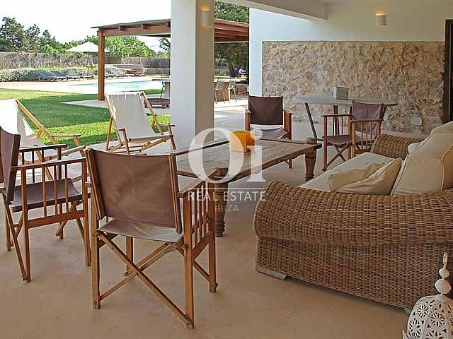 Comedor de verano de maravillosa villa en alquiler en Ibiza