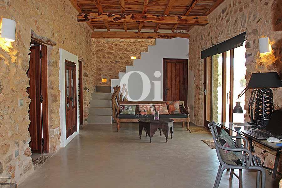 Blick in den Wohnbereich der Villa zur Miete in Es Codolar, Ibiza