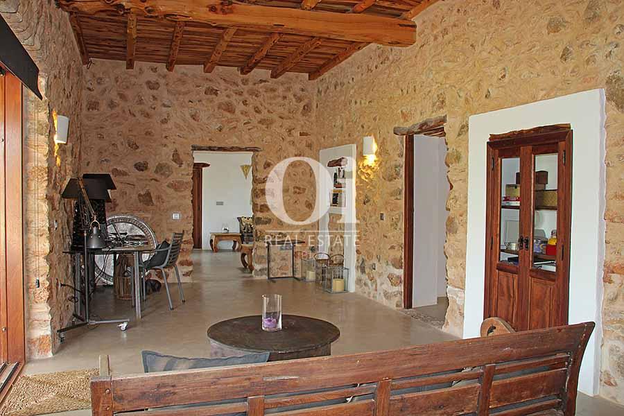 Vistas interiores de maravillosa villa en alquiler en Ibiza
