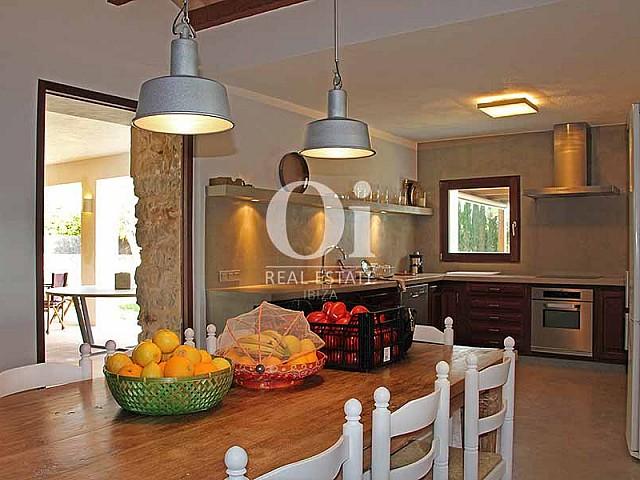 Salón-comedor de maravillosa villa en alquiler en Ibiza
