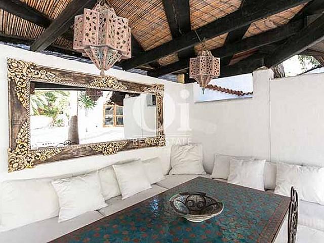 Blick in den Wohnbereich der Villa in Las Salinas, Ibiza