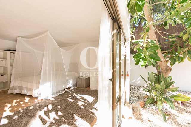 Dormitorio de magnifico chalet en alquiler en Ibiza