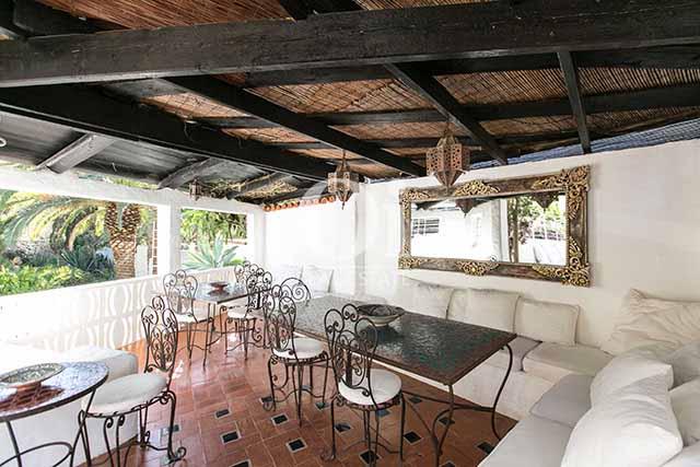 Comedor de verano de magnifico chalet en alquiler en Ibiza