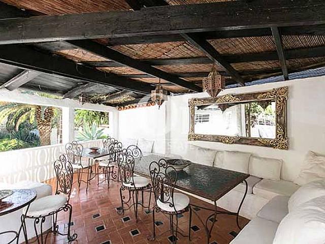 Blick in ein Esszimmer der Villa in Las Salinas, Ibiza