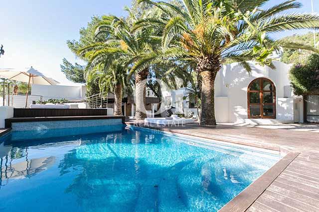 Piscina de magnifico chalet en alquiler en Ibiza