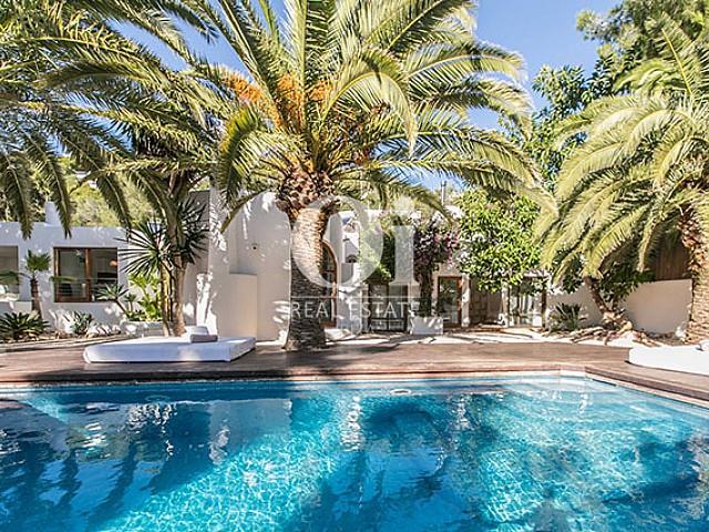 Blick auf den Poolbereich der Villa in Las Salinas, Ibiza