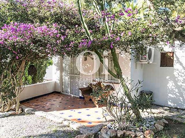 Blick auf den Außenbereich der Villa in Las Salinas, Ibiza