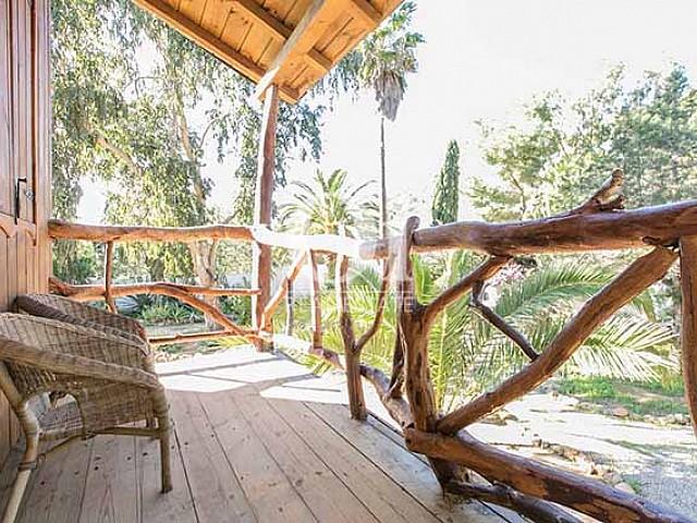 На вилле есть несколько роскошных террас, где Вы и ваши близкие сможете насладиться своим отпуском