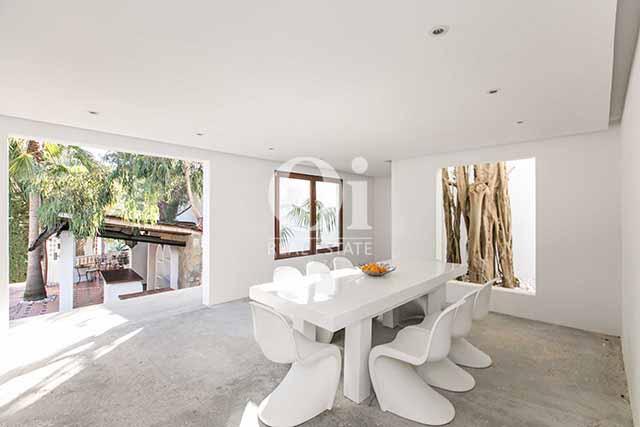 На этой вилле дизайн, продуманный до мельчайших деталей, сочетается с наивысшей степенью элегантности и комфорта