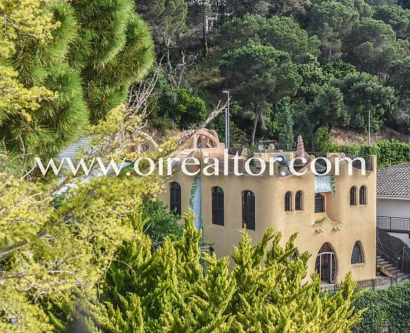 Villa en venta en la urbanización Urcasa, cala Canyelles Lloret de Mar