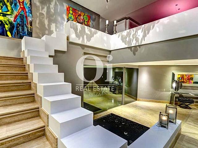 Blick auf die Treppe der Luxus-Villa zur Miete bei Ibiza-Stadt