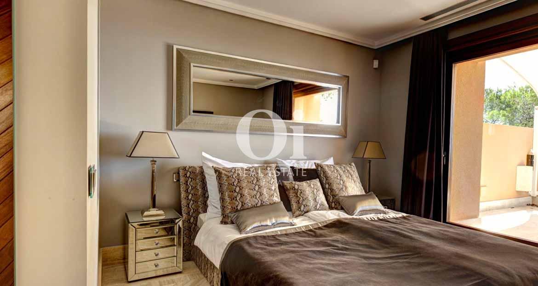 Blick in eine Suite der Luxus-Villa zur Miete bei Ibiza-Stadt