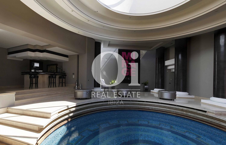 Blick auf die Decken der Luxus-Villa zur Miete bei Ibiza-Stadt