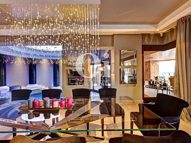 Blick in die Innenräume der Luxus-Villa zur Miete bei Ibiza-Stadt