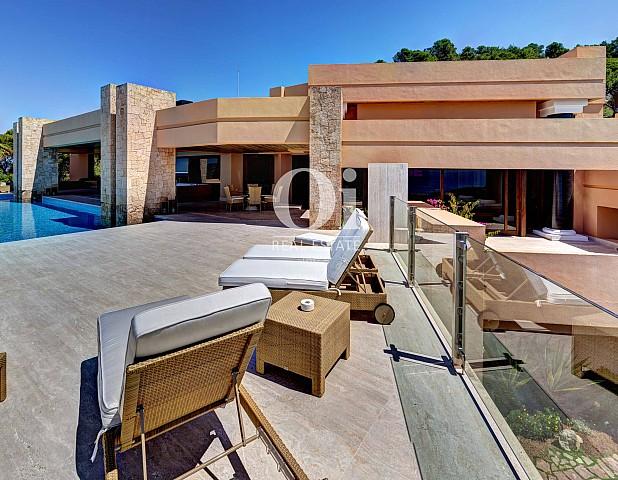 Terrasse et façade de villa à louer de séjour à Jesús, Ibiza