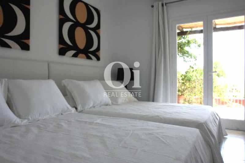 Уютный дизайн комнаты в чудесной вилле в краткосрочную аренду на Ибице