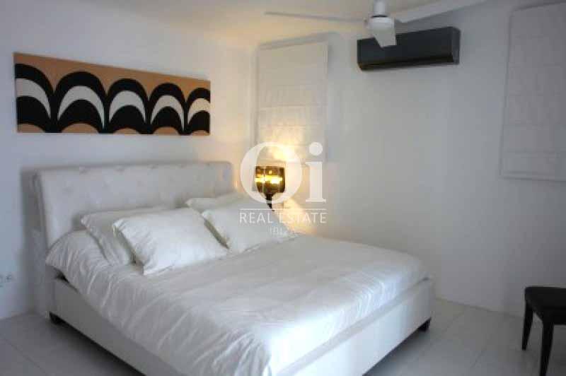 Dormitorio de matrimonio de casa en alquiler de estancia en Ses Salines, Ibiza