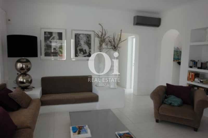 Sala de estar de casa en alquiler de estancia en Ses Salines, Ibiza