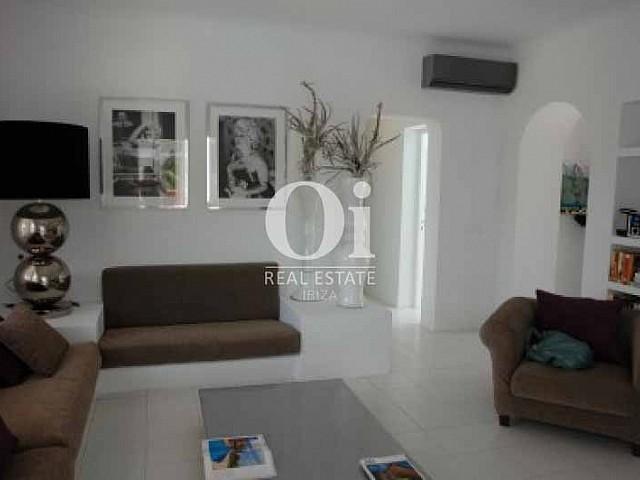 Просторная гостиная на чудесной вилле в краткосрочную аренду в Ses Salines