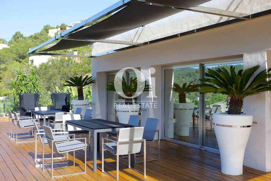 Blick auf die Veranda von der Villa zur Miete auf Ibiza