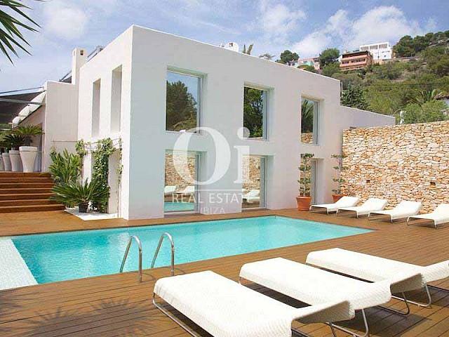 Piscine et hamacs de maison en location de séjour à Les Salinas, Ibiza