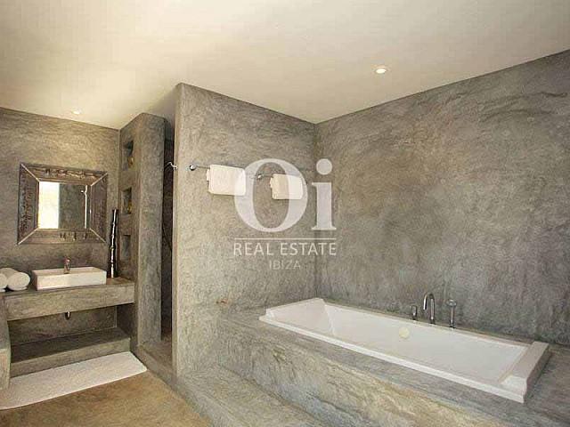 Salle de bain de maison en location de séjour à Les Salinas, Ibiza