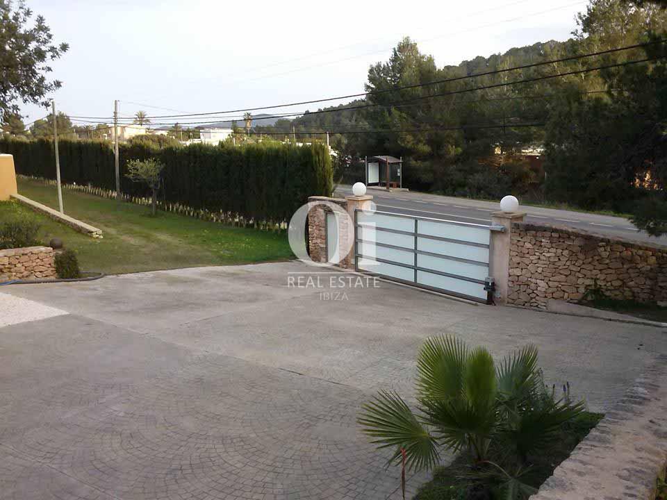 Parking exterior de casa en alquiler de estancia en zona San José, Ibiza
