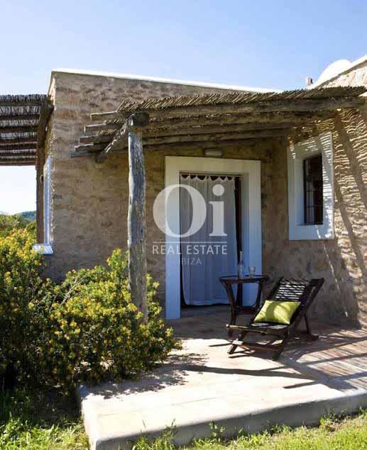 Porche de villa en alquiler de estancia en San José, Ibiza