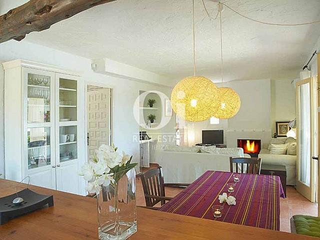 Blick in das Wohn-/Esszimmer vom Landhaus zur Miete auf Ibiza